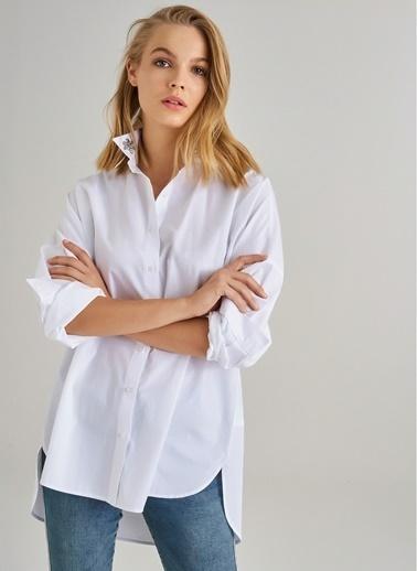 Monamoda Yakası Taş İşlemeli Oversize Gömlek Beyaz